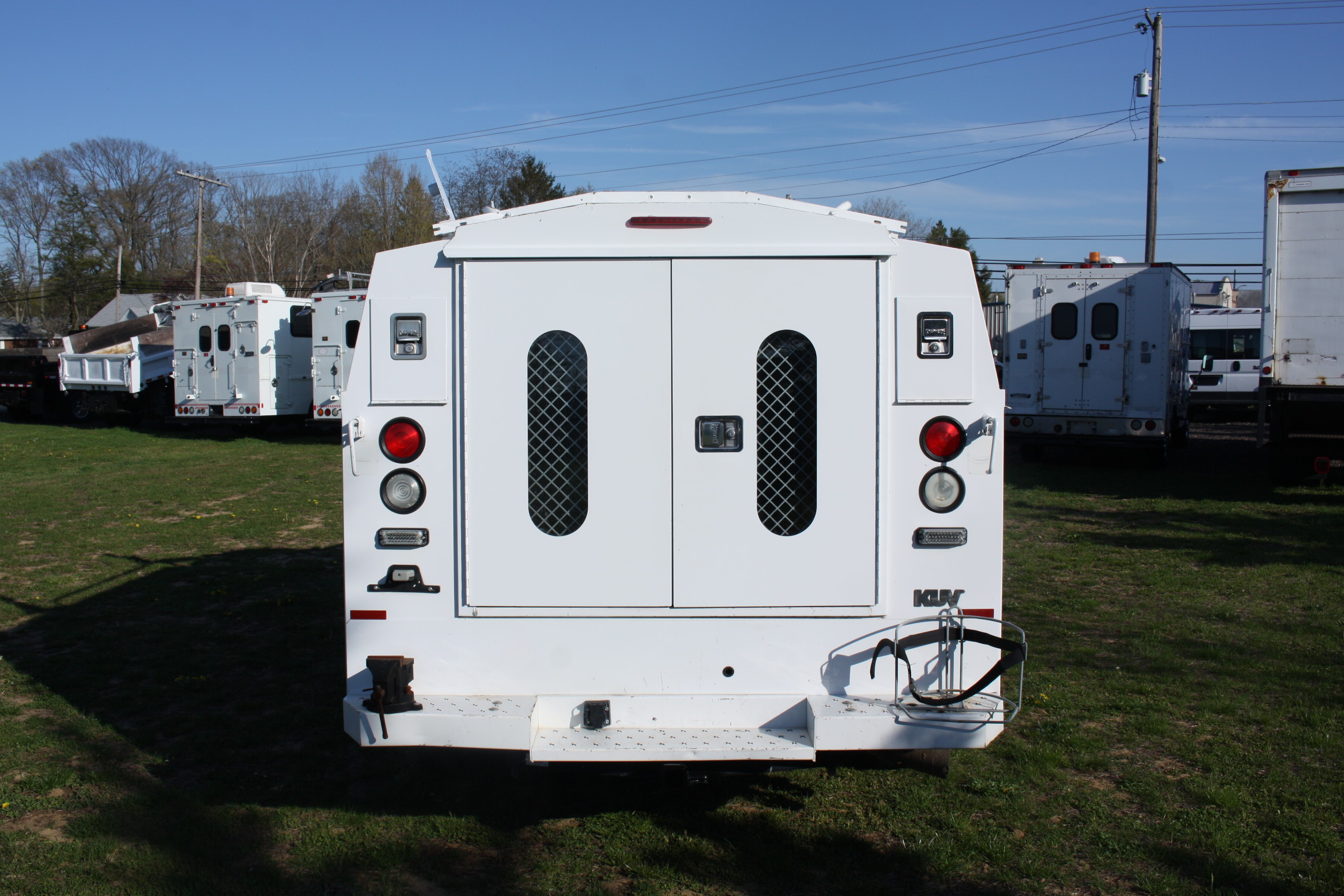 IMG 1205 - 2009 FORD F350 WITH KNAPHEIDE ENCLOSED UTILITY
