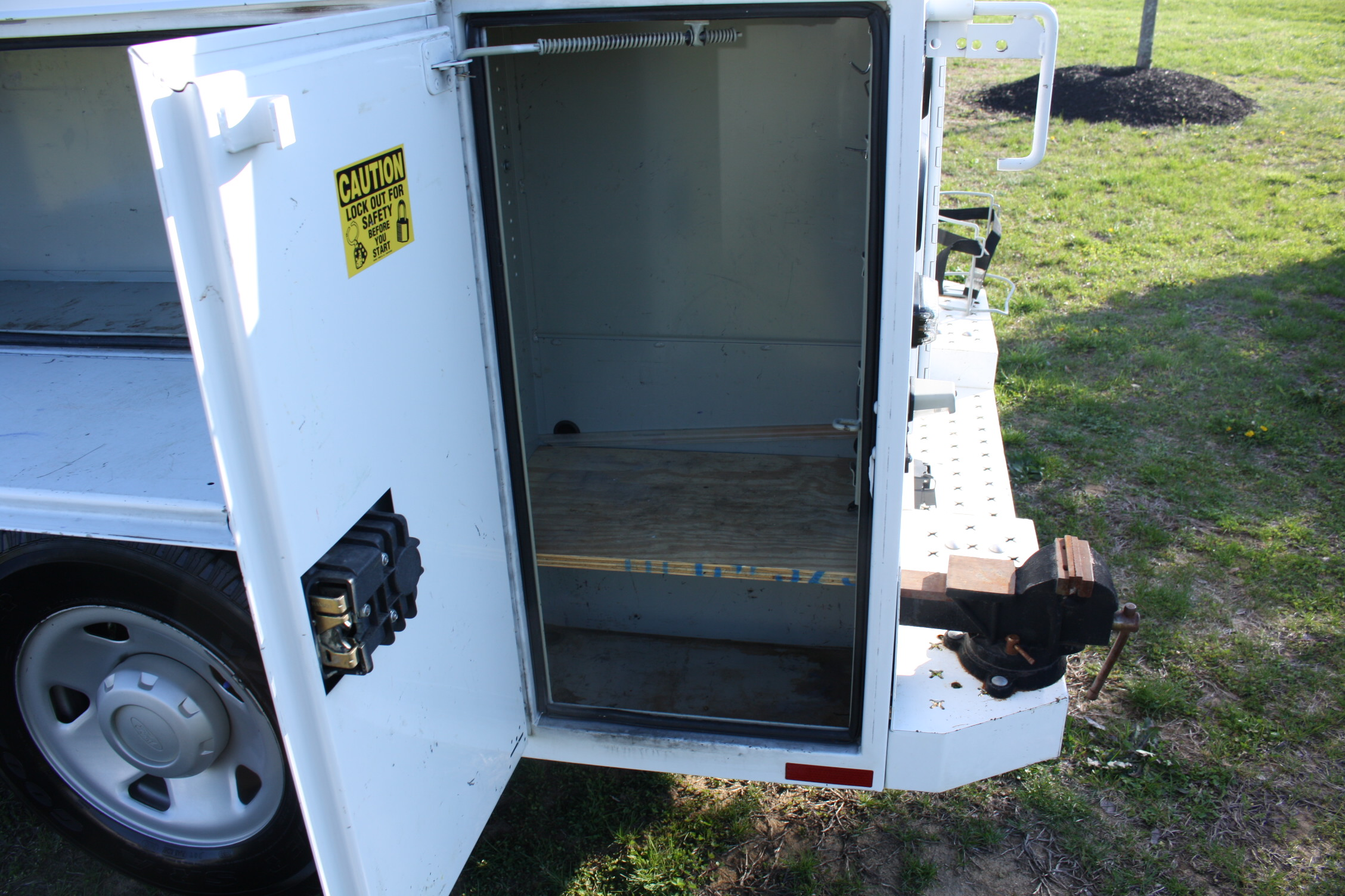 IMG 1210 - 2009 FORD F350 WITH KNAPHEIDE ENCLOSED UTILITY