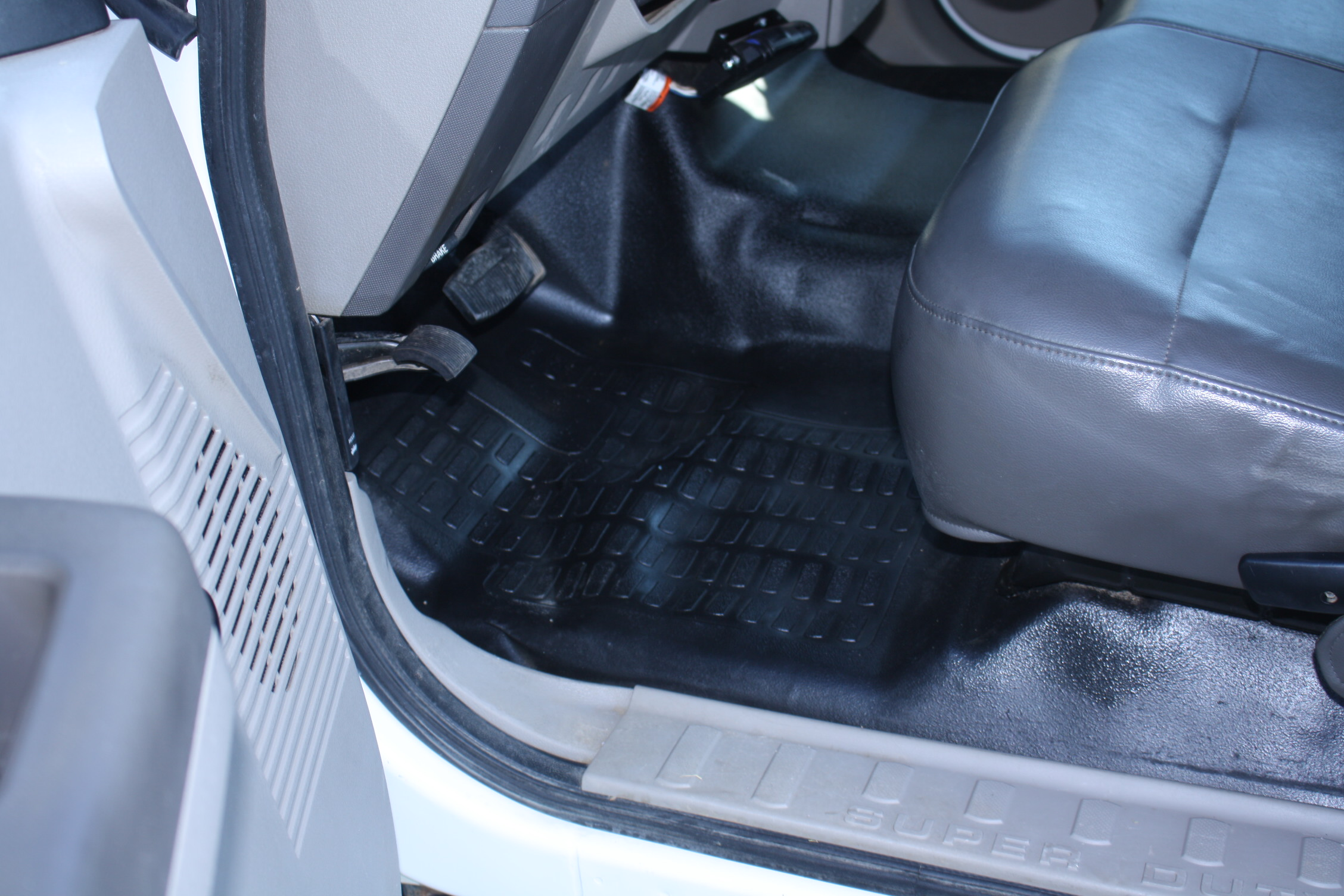 IMG 1216 - 2009 FORD F350 WITH KNAPHEIDE ENCLOSED UTILITY