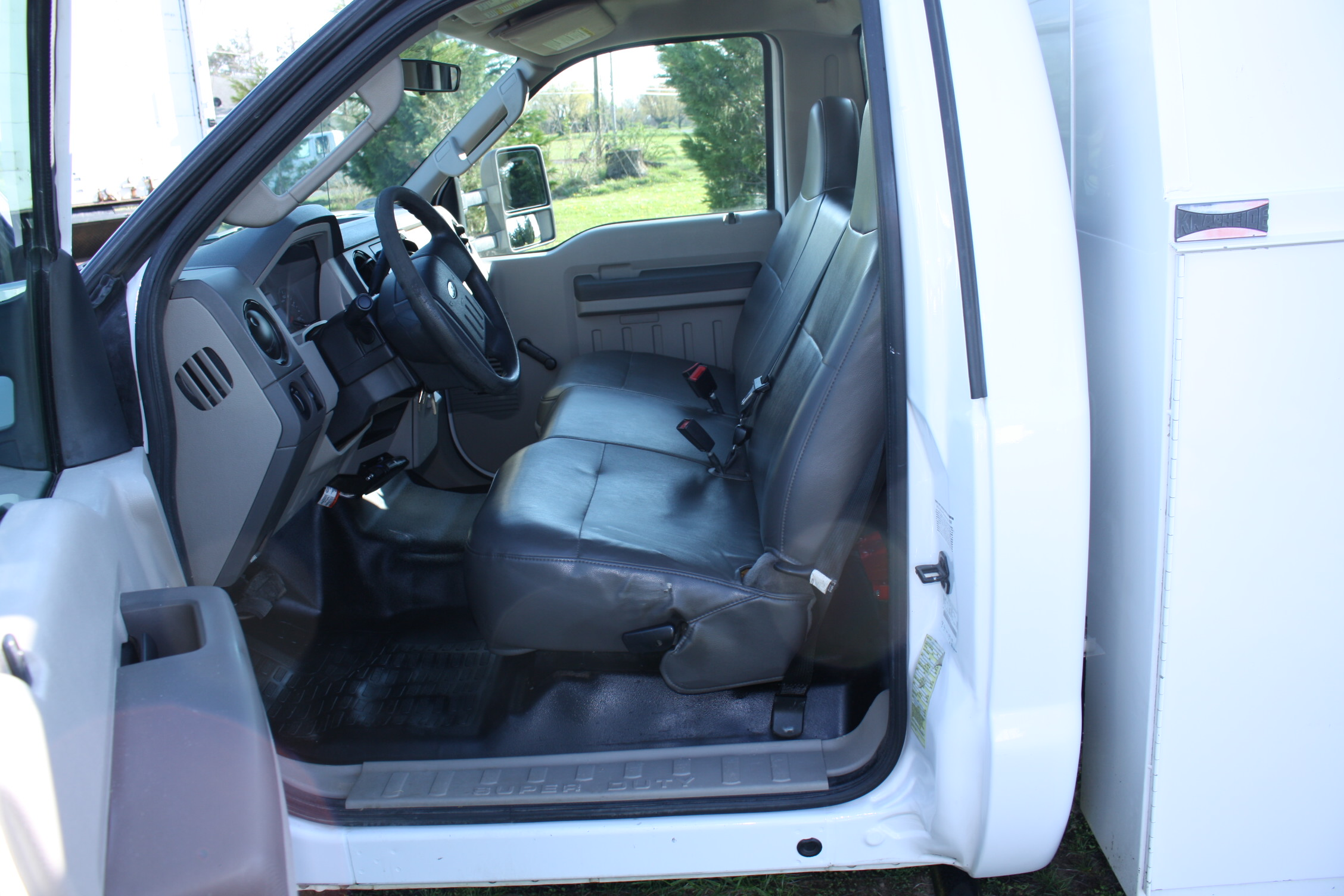 IMG 1217 - 2009 FORD F350 WITH KNAPHEIDE ENCLOSED UTILITY