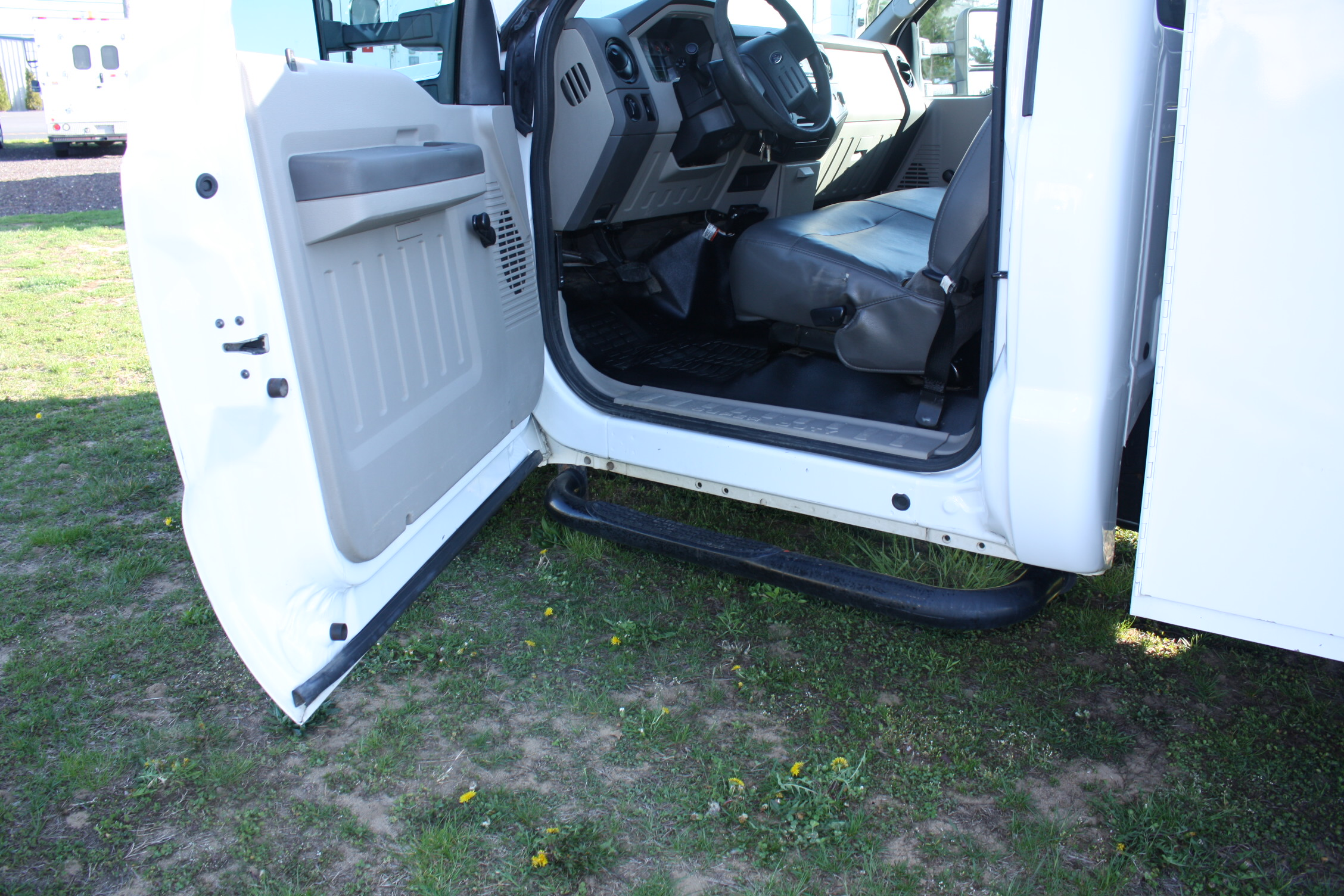 IMG 1218 - 2009 FORD F350 WITH KNAPHEIDE ENCLOSED UTILITY