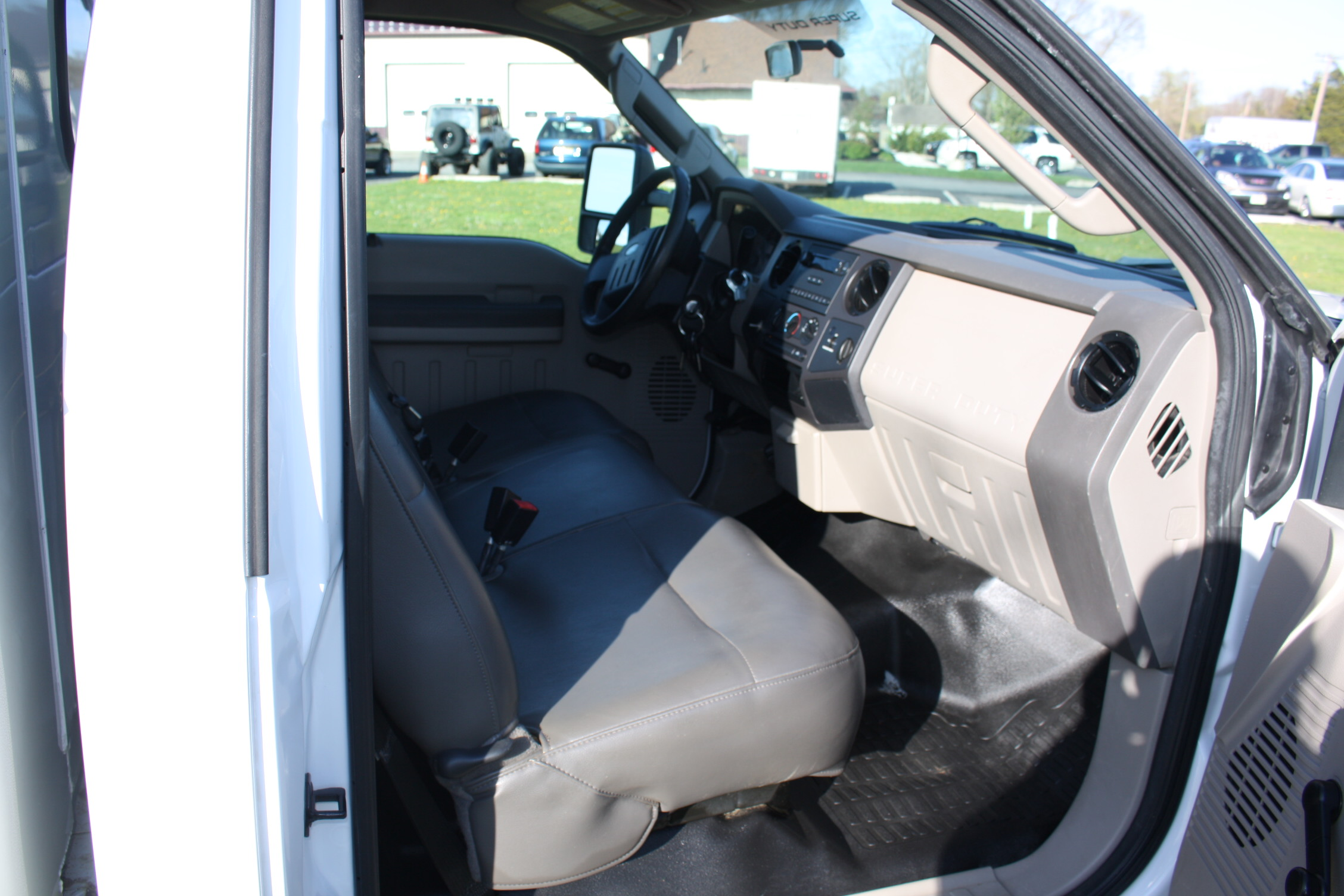 IMG 1222 - 2009 FORD F350 WITH KNAPHEIDE ENCLOSED UTILITY