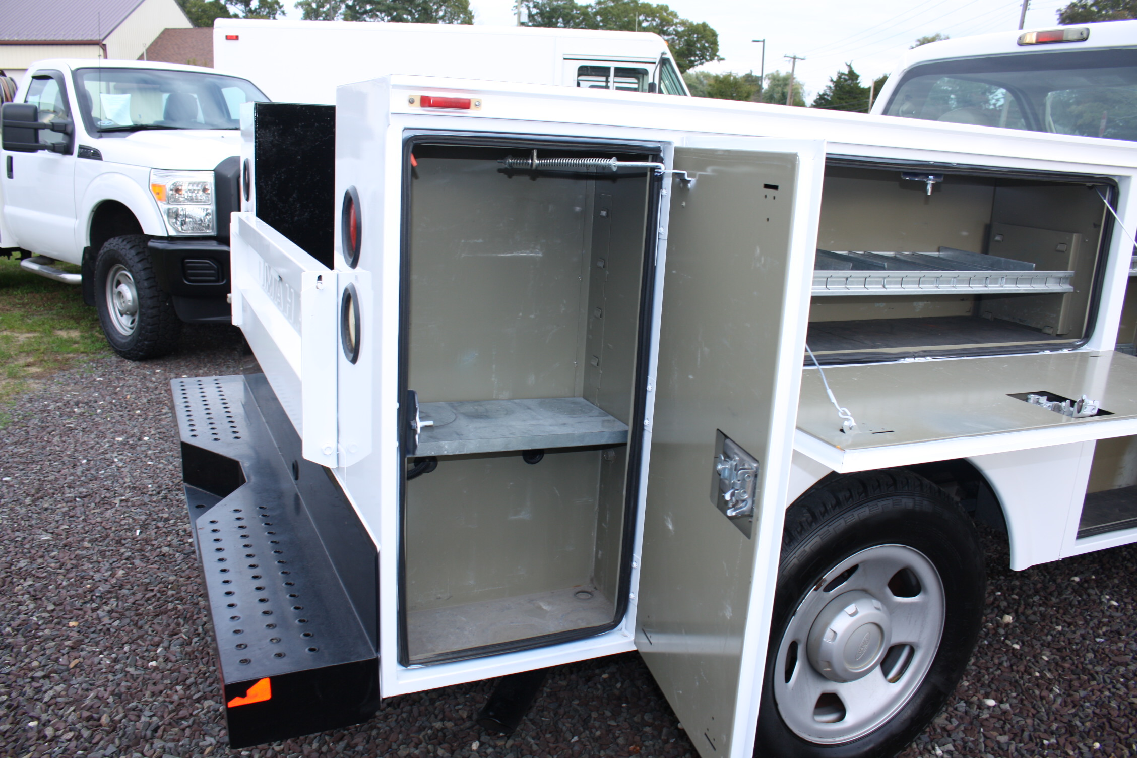 IMG 2176 - 2009 FORD F350 UTILITY TRUCK