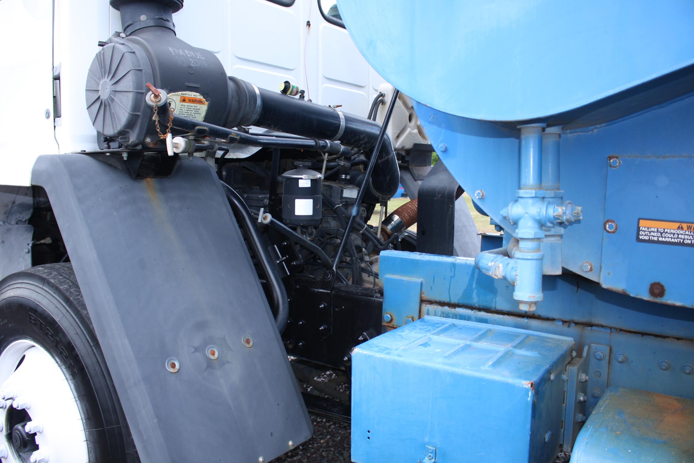 IMG 2316 - 2001 STERLING SC8000 LEAF VAC TRUCK