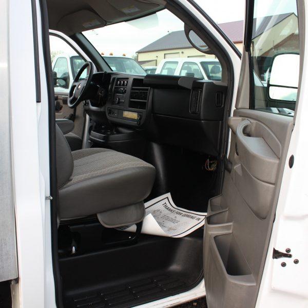 IMG 2527 600x600 - 2014 CHEVROLET G3500 BOX TRUCK