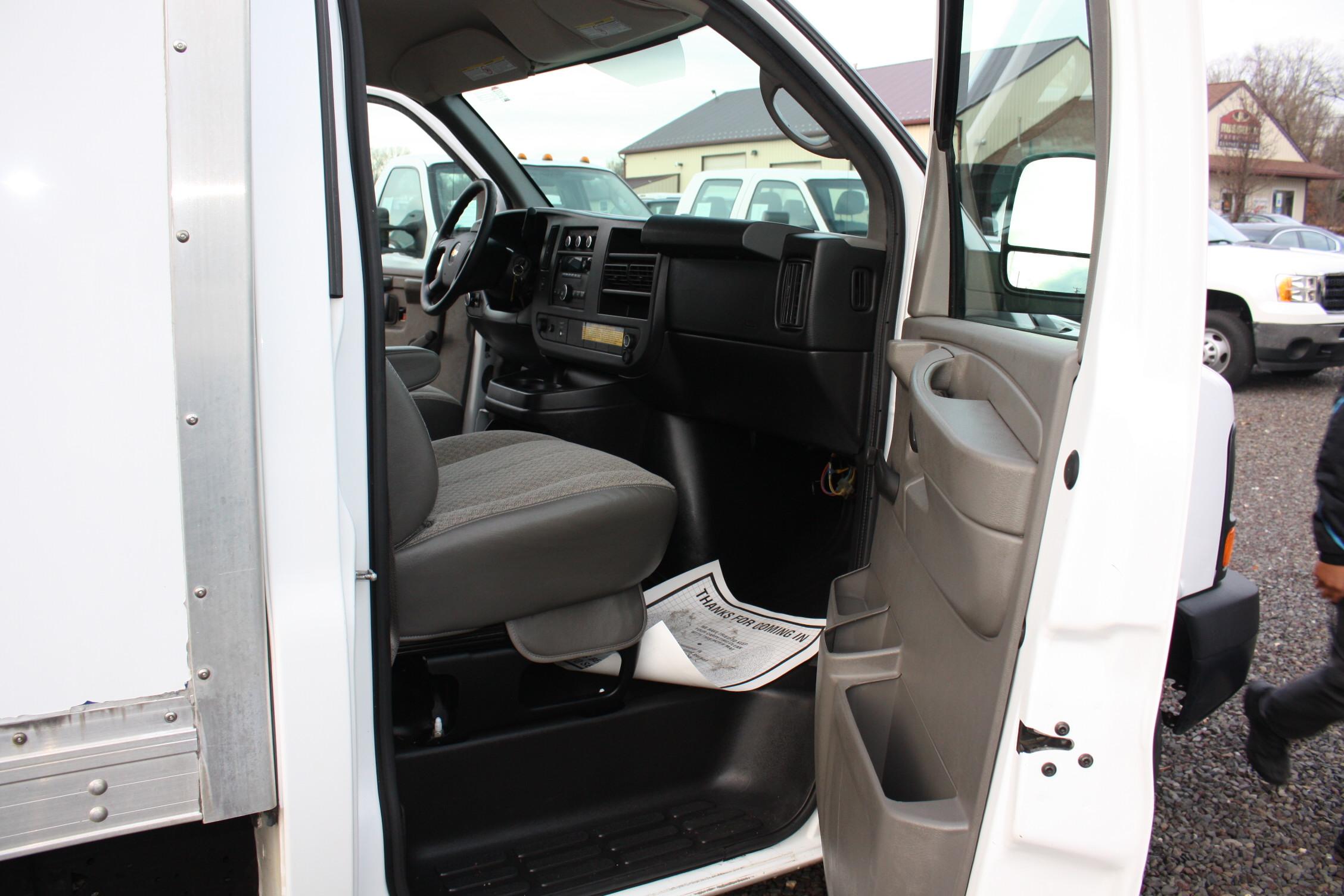 IMG 2527 - 2014 CHEVROLET G3500 BOX TRUCK