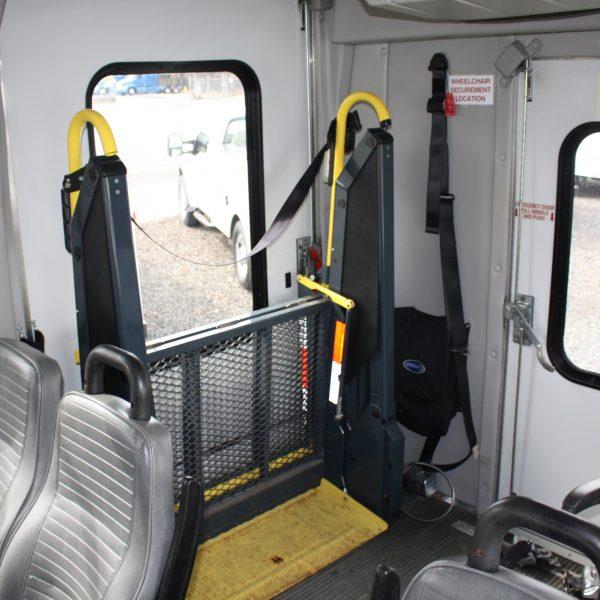 IMG 2953 600x600 - 2008 FORD E450 15 PASSENGER BUS