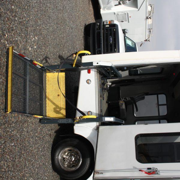 IMG 2961 600x600 - 2008 FORD E450 15 PASSENGER BUS