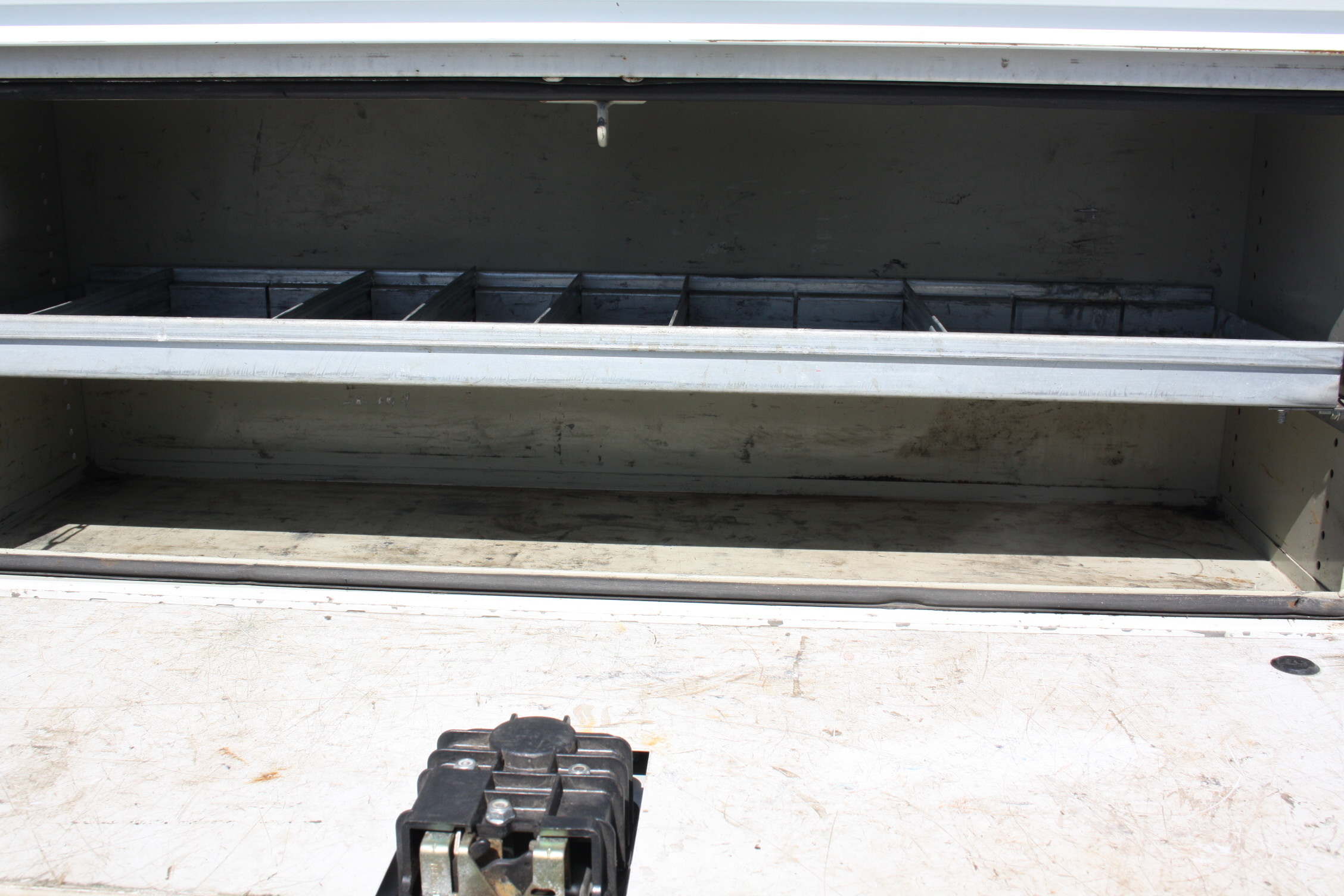 IMG 3006 - 2010 DODGE RAM 2500HD KNAPHEIDE UTILITY TRUCK
