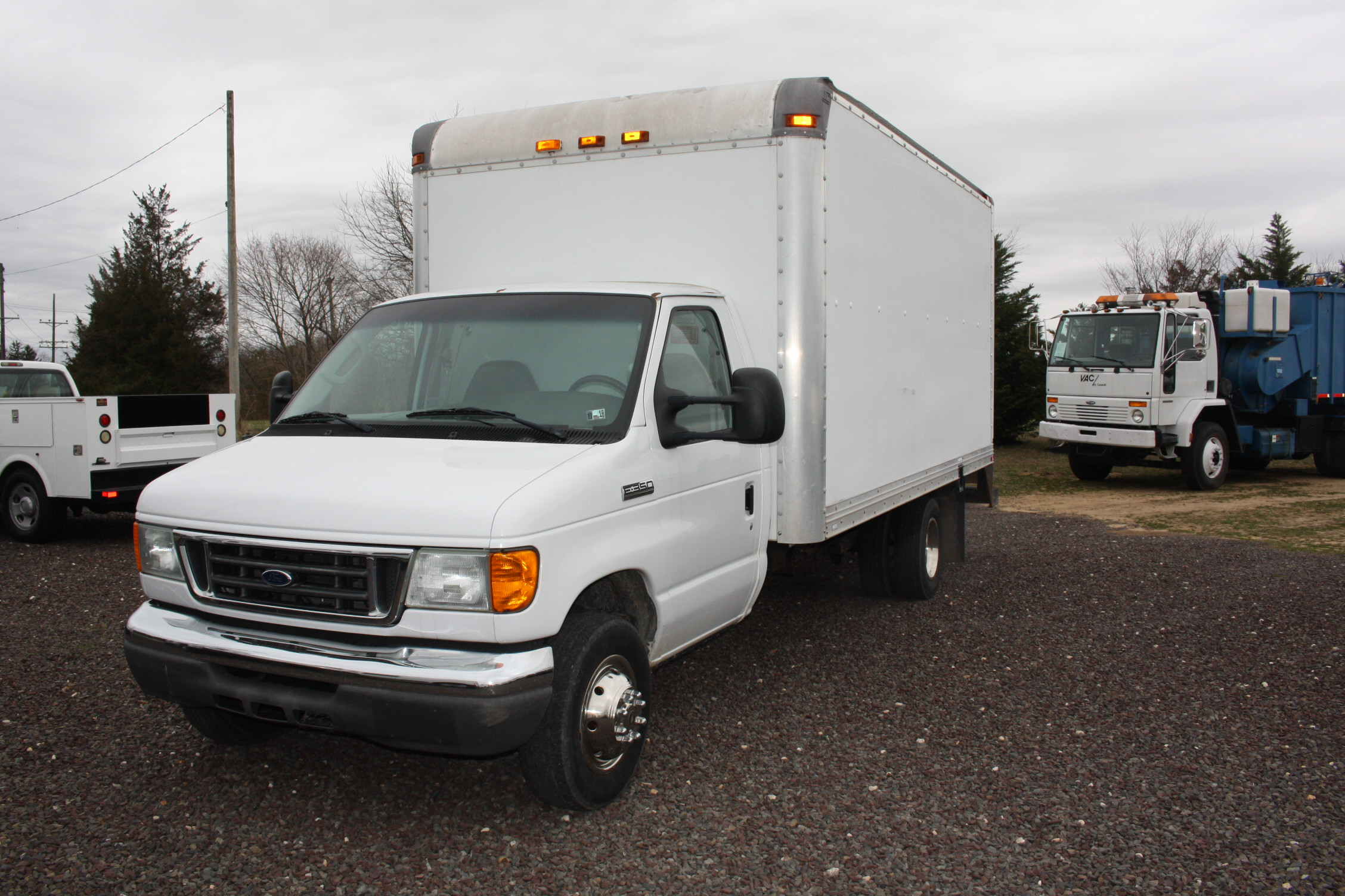 IMG 3078 - 2006 FORD E350 16FT BOX TRUCK