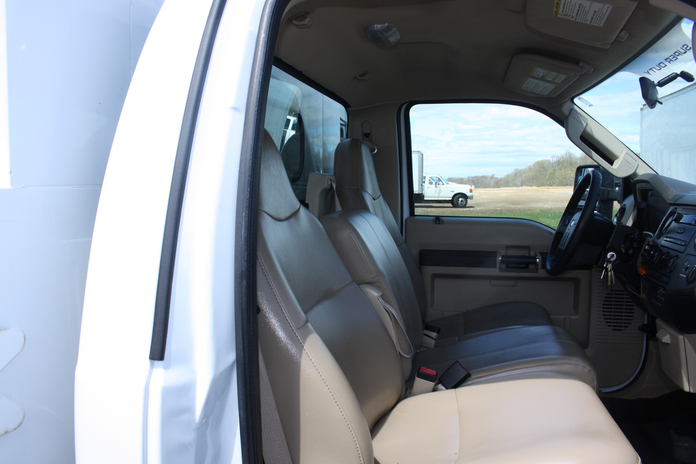 IMG 3529 - 2008 FORD F450 ENCLOSED WALK IN UTILITY