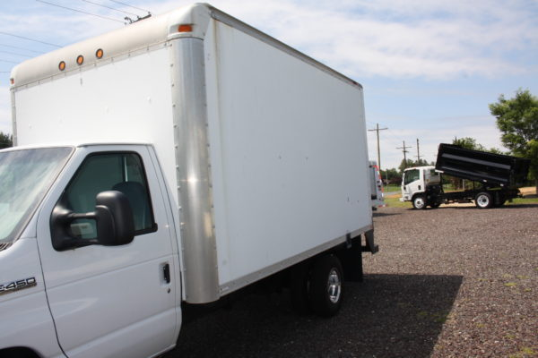 IMG 3901 600x400 - 2008 FORD E450 WITH 14FT BOX