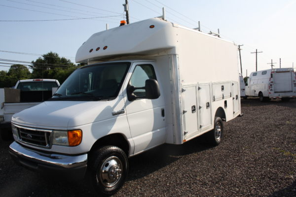 IMG 4059 600x400 - 2007 FORD E350 ENCLOSED UTILITY