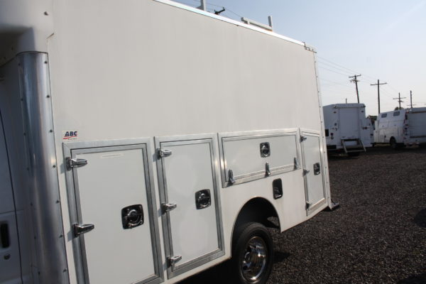 IMG 4064 600x400 - 2007 FORD E350 ENCLOSED UTILITY