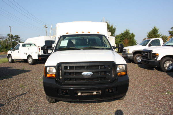IMG 4623 600x400 - 2006 Ford F350 Utility Body with Onan Generator