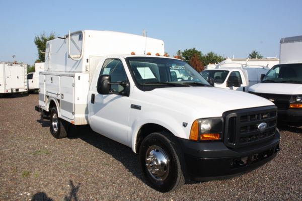 IMG 4624 600x400 - 2006 Ford F350 Utility Body with Onan Generator