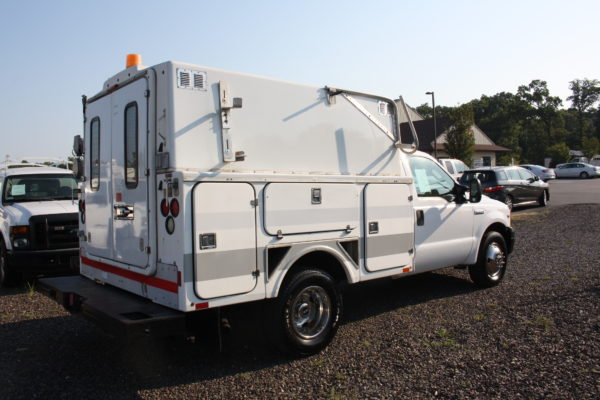 IMG 4625 600x400 - 2006 Ford F350 Utility Body with Onan Generator