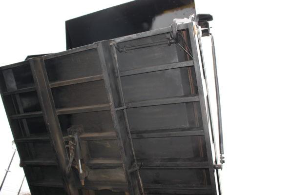 0162 12 600x400 - 2005 CHEVROLET C7500 DUMP TRUCK W/ 10' PLOW