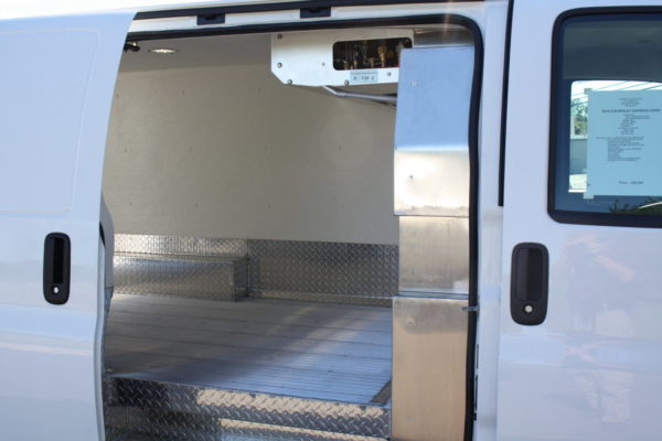 0226 12 scaled 600x400 - 2018 CHEVROLET G3500 EXPRESS CARRIER 30S REEFER VAN