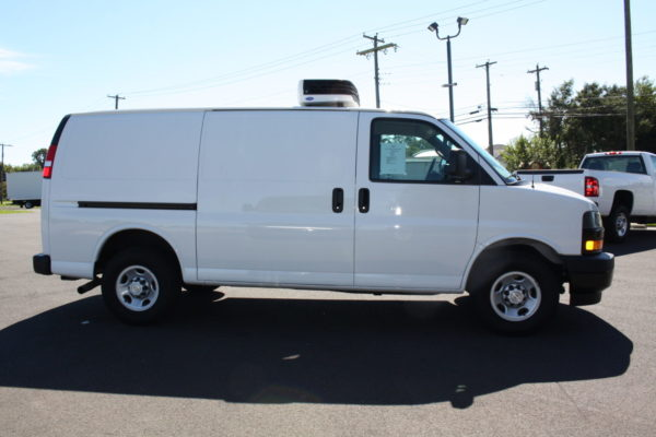 0226 3 scaled 600x400 - 2018 CHEVROLET G3500 EXPRESS CARRIER 30S REEFER VAN