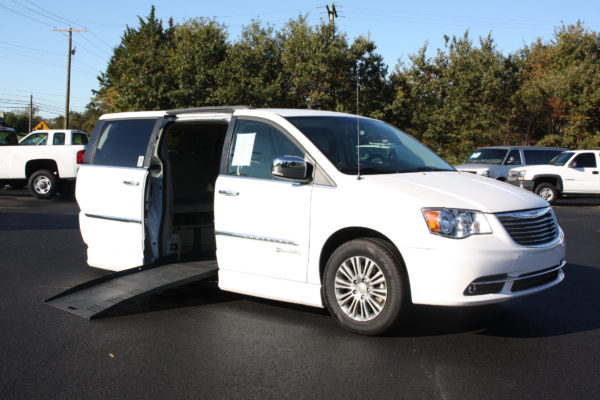 0229 1 600x400 - 2014 CHRYSLER TOWN & COUNTRY TOURING-L WHEELCHAIR CONVERSION