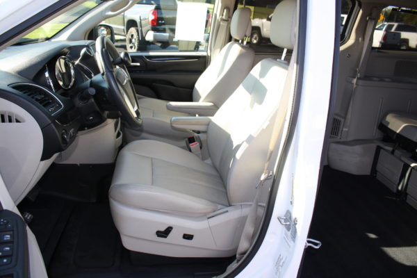 0229 14 600x400 - 2014 CHRYSLER TOWN & COUNTRY TOURING-L WHEELCHAIR CONVERSION