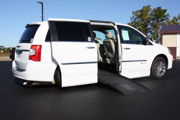 0229 2 600x400 - 2014 CHRYSLER TOWN & COUNTRY TOURING-L WHEELCHAIR CONVERSION