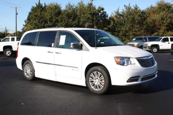 0229 3 600x400 - 2014 CHRYSLER TOWN & COUNTRY TOURING-L WHEELCHAIR CONVERSION