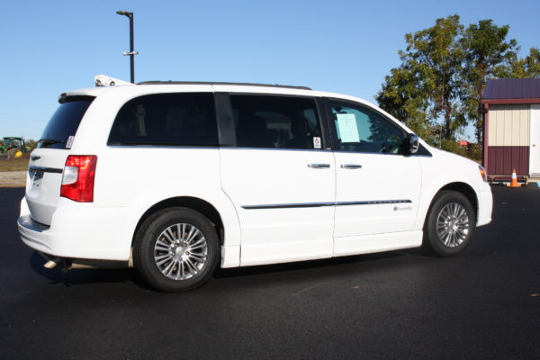 0229 4 600x400 - 2014 CHRYSLER TOWN & COUNTRY TOURING-L WHEELCHAIR CONVERSION