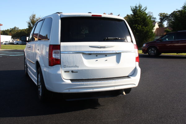 0229 5 600x400 - 2014 CHRYSLER TOWN & COUNTRY TOURING-L WHEELCHAIR CONVERSION