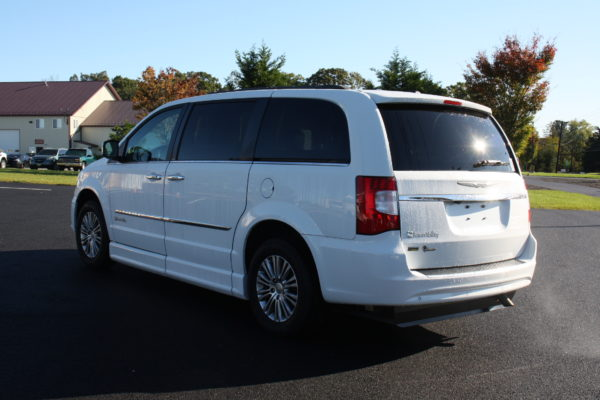 0229 6 600x400 - 2014 CHRYSLER TOWN & COUNTRY TOURING-L WHEELCHAIR CONVERSION