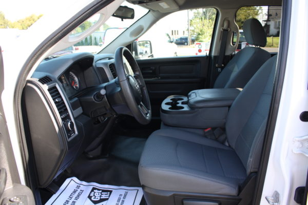 0238 18 600x400 - 2016 RAM 1500 QUAD CAB 4X4 TRADESMAN