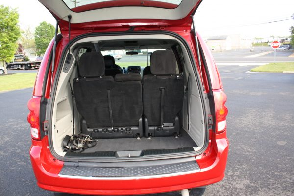 0222 25 1 600x400 - 2013 DODGE GRAND CARAVAN SXT BRAUN WHEELCHAIR CONVERSION