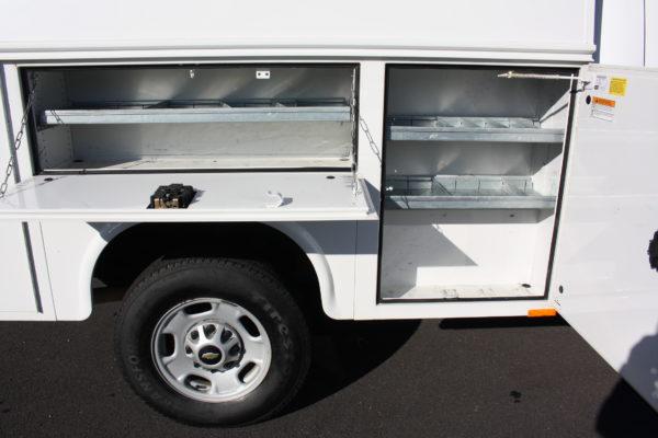 0230 21 600x400 - 2013 CHEVROLET SILVERADO 2500HD ENCLOSED UTILITY BODY