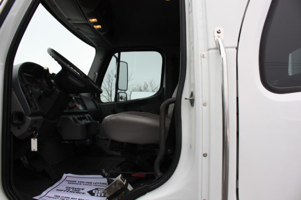 0245 20 600x400 - 2013 FREIGHTLINER M2106 4X4 UTILITY TRUCK