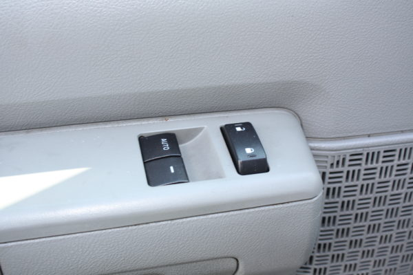 IMG 8115 600x400 - 2012 FORD E150 CATERING REFRIGERATED VAN