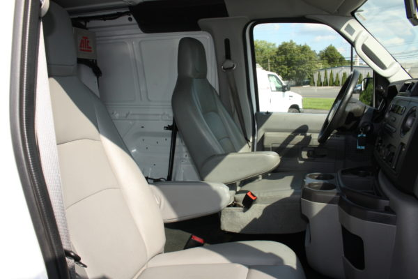 IMG 8121 600x400 - 2012 FORD E150 CATERING REFRIGERATED VAN