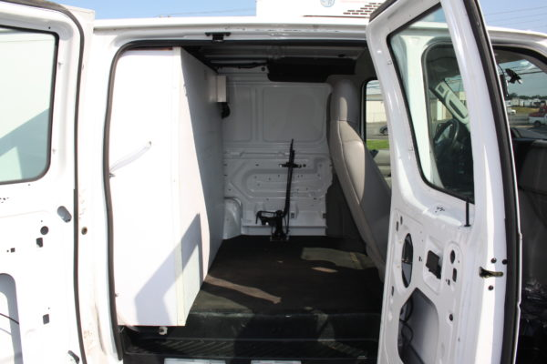 IMG 8122 600x400 - 2012 FORD E150 CATERING REFRIGERATED VAN