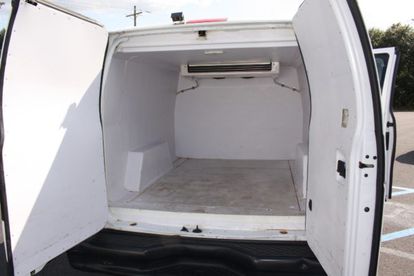 IMG 8124 600x400 - 2012 FORD E150 CATERING REFRIGERATED VAN